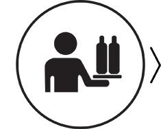 Servi l'acqua nelle bottiglie